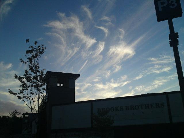 変な雲…(食べ歩き)