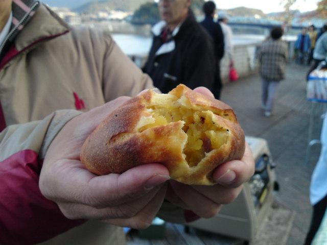 日曜の朝、犬山城の下の朝市に…。(食べ歩き/犬山市)