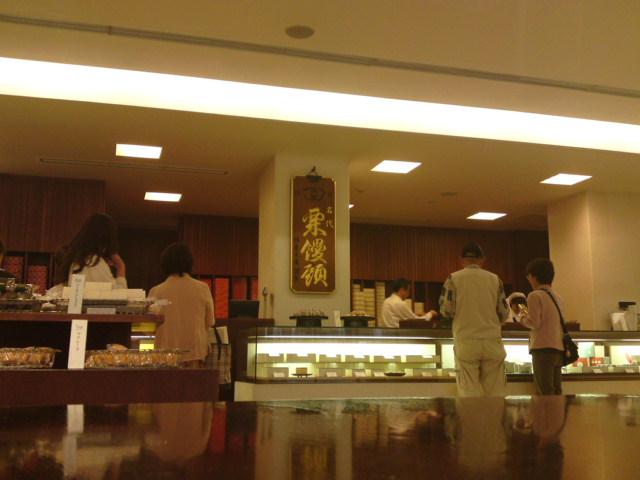 「たねや」さんの本店に(食べ歩き/近江八幡市)