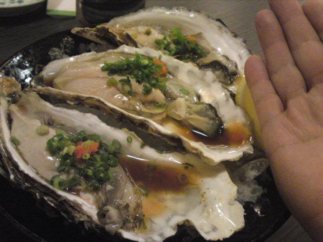 「初音」さんの巨大な牡蛎(食べ歩き/大口町)