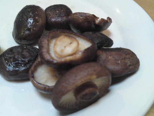 「歩荷(ぼっか)」の健康卵×「しいたけブラザーズ」の原木椎茸で…。